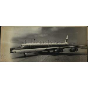 1974 Press Photo A United Airlines jet sporting a new color scheme in Chicago