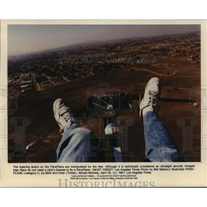 1991 Press Photo The steering lever on the ParaPlane are manipulated by the feet