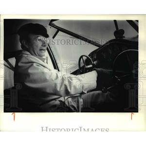 1979 Press Photo Bill Shea on the Stinson Reliant's control panel - ora89185