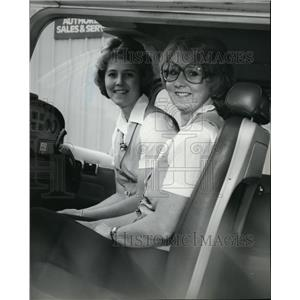 1980 Press Photo Airplane Pilots Kathy and Karen Hirte - spa22225
