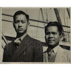 1941 Press Photo Vincent Lim & Sergio Milano honor students from Philippines