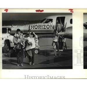 1984 Press Photo Air passengers unload at Horizon Airlines - ora99104