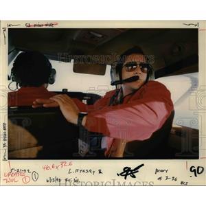 1992 Press Photo Dennis Nordin of KEX Radio Scans Morning Sky over Portland