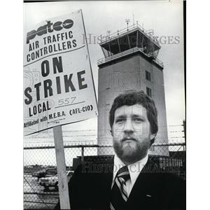 1981 Press Photo Butch Overhauser picketing outside Spok. International Airport