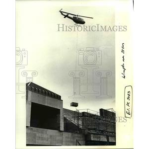 1987 Press Photo Bell helicopter piloted by Wayne Hazard of Eugene - orb15042