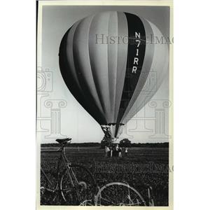 1961 Press Photo Windancer, Hot air balloon, ready to take off - mja02419