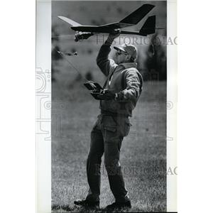 1990 Press Photo Angus Henley at Spokane's Memorial Day Soaring Classic.