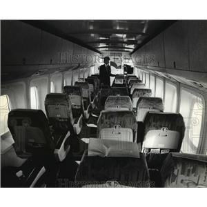 1981 Press Photo An MVA plane awaited passengers at Mitchell Field - mja01581