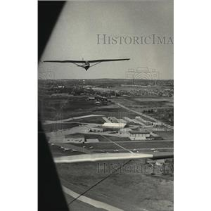 1983 Press Photo Karen A Sherlock took this picture from the tow plane