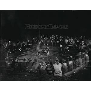 1956 Press Photo Boy Scouts formed a big ring around a campfire at Indian Mound