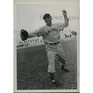 1948 Press Photo Frank Baumholtz, Outfielder for Cincinnati Reds - cvb75254