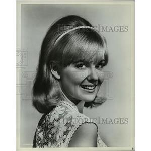 1966 Press Photo Shelley Fabares in Hold On, There's No Place Like Space
