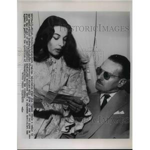 1956 Press Photo Italian born TV star Jia Thamoe reads cable to husband Luigi
