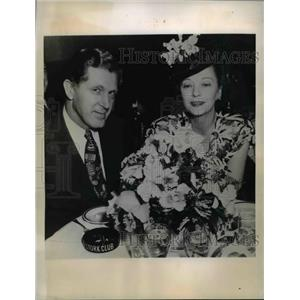 1947 Press Photo Dorothy MacKaill, Actress and Harold Patterson, Orchid Grower