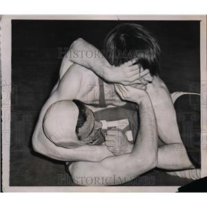 1941 Press Photo Dutch Rhinehart of Temple vs Jack de Bush U of Nebraska