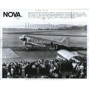 1985 Press Photo DC-3 attracts crowd at Burbank Calif in 1939. - orb09981