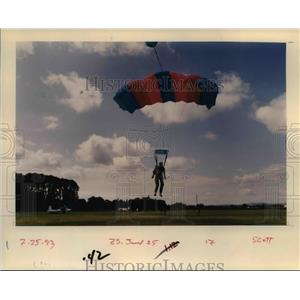 1993 Press Photo Skydiving in Oregon - orb48632