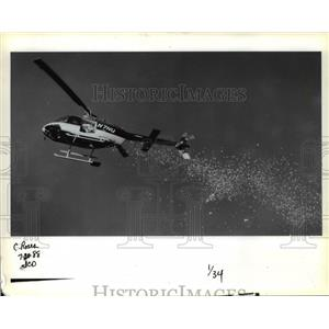 1988 Press Photo Helicopter dropped rose petals at Tom McCall Waterfront Park