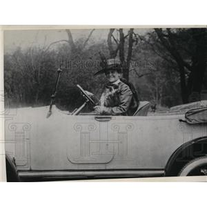 1917 Press Photo Actress May Robson in Car - ney12799