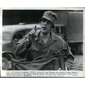 1970 Press Photo Donald Sutherland in MASH. - orp30681