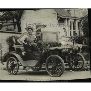1925 Press Photo D.E Drake and the 1904 Ford - cvb69243