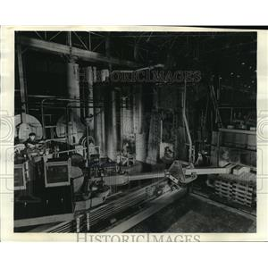 1943 Press Photo Huge machine set-up, dwarfing the men who command it