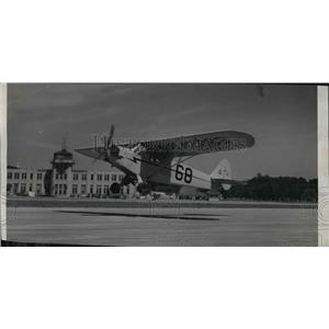1946 Press Photo Here is a light plane coming in for a landing - mja01686