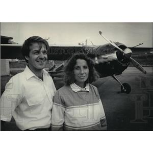 1984 Press Photo Paul Walter and his wife, Jean, stood in front of a Cessna