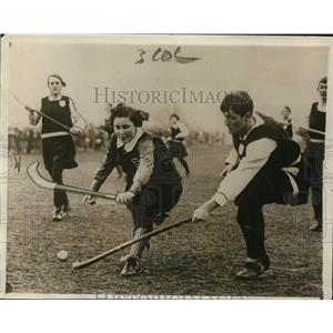 1930 Press Photo Sheila MacDonald, daughter of Prime Minister plays field hockey