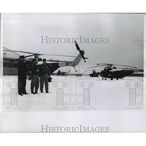 1965 Press Photo Col.John Sarko,Maj.Kenneth Peterson,CWO Darold Hoelz w/ copters
