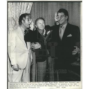 1976 Press Photo Danny Thomas Red Buttons Wax Museum