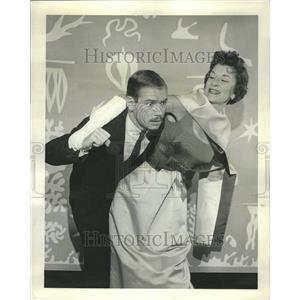 "1963 Press Photo Play ""The Millionairess"""