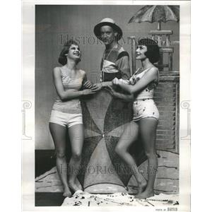 1961 Press Photo Plays - RRR50957
