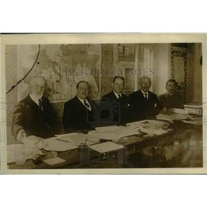 1919 Press Photo Red Cross league members in session in Paris - nef14441