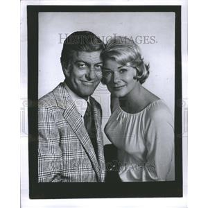 1957 Press Photo Dick Van Dyke Hope Longe Actor Writer