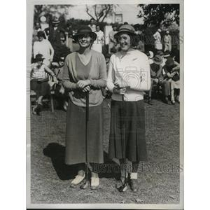 1934 Press Photo Golfers Virginia Van Wie and Rosamond Vahey before their match