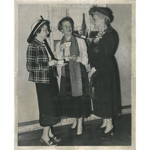 1950 Press Photo James Remich Margaret Webster Actor - RRR55081