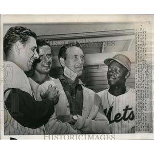 1964 Press Photo Carl Willey greeted by Jack Fisher, Tracy Stallard & Al Jackson
