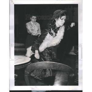 1969 Press Photo Eileen Herlie Marla Friedman Ivanhoe