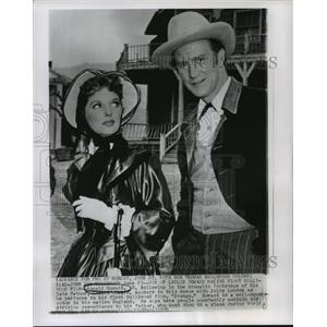 1956 Press Photo Ronald Howard and Julie London in Drango. - mjx14063