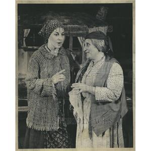 """1973 """"Fiddler On The Roof"""" Press Photo"""
