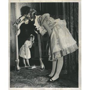 1962 Press Photo Israel Bonds Alice Terry Saltzman - RRR58817