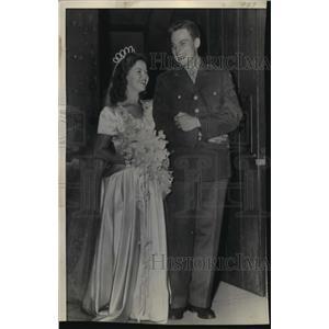 1945 Press Photo Shirley Temple marries Sgt. John Agar in Hollywood. - mjx14662