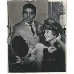 1960 Press Photo Dody Goodman Actress With Man Mirror