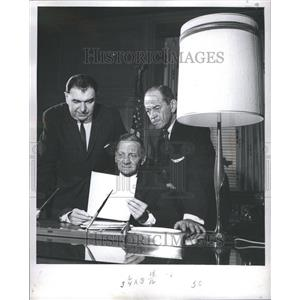 1965 Press Photo Comm. Ray Girardin