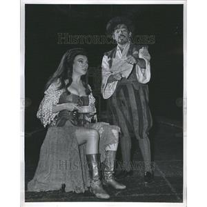 1967 Press Photo Man La Mancha Marlowe Martinez Actors