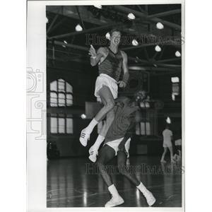 1969 Press Photo Rookie Forwards Bob Greacan and Bob Dandridge got early start
