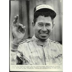 1972 Press Photo Roger McCluskey of Tucson Arizona gives ok sign after winning.