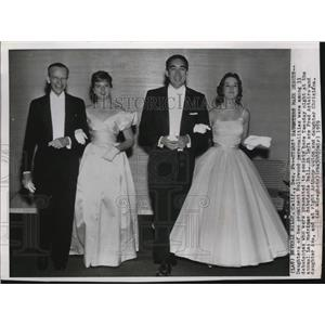 1959 Press Photo Fred Astaire & Anthony Quinn present daughters at Las Madrinas.