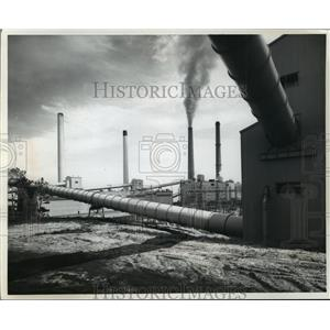 1972 Press Photo Wisconsin electric power company chimneys